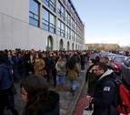 Miles de personas se examinan en la UPNA para la oposición de Enfermería