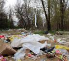Las comidas del Ángel llenan otra vez de basura la orilla del Ebro en Tudela