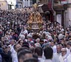 Procesión histórica de San Fermín por las calles de Pamplona en abril