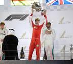 Vettel vuelve a ganar a Hamilton en Baréin