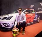 El piloto navarro Mikel Azcona presenta su nuevo coche