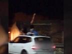 Investigan un vídeo de unas chicas bailando sobre el techo de un coche en marcha
