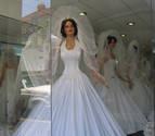Obliga a comprarse un vestido de novia a su pareja, a la que maltrataba