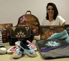 Amayluna, bolsos y zapatillas pintados a mano contra el duelo