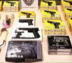 Intervenidos tiragomas y pistolas de juguete por su apariencia real en San Jorge