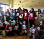 Escolares de Caparroso reflejan en un libro el papel de la mujer en la historia