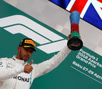 Hamilton gana en Bakú tras un pinchazo de Bottas