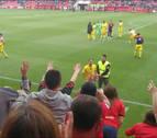 Los jugadores de Osasuna agradecen el apoyo a los aficionados rojillos en Soria