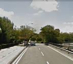 Ileso tras salirse de la vía y volcar con su vehículo en Pamplona