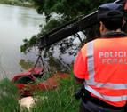 Recuperado del río Ebro el coche en el que perdió la vida un hombre en Lodosa