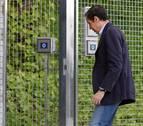 Zaplana llega a la Comandancia de la Guardia Civil en Valencia tras finalizar los registros