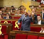 Torrent suspende el pleno al quitar Cs un lazo amarillo de la bancada del Govern