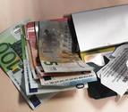 Un vecino de Pamplona devuelve una cartera con 390 euros encontrada en Tafalla