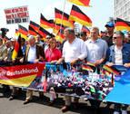 Miles de manifestantes salen a la calle en Berlín a favor y en contra de la ultraderecha