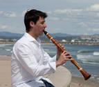 Álvaro Iborra, con el clarinete desde Tafalla a Corea