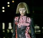 Alexander McQueen, el costurero 'hooligan' que conquistó París
