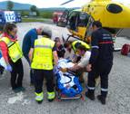 Herido un motorista tras accidentarse y precipitarse 8 metros entre Garralda y Aribe