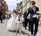 Las flores visten las calles de la merindad de Estella en el Corpus Christi