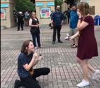 El vídeo viral de una pareja que coincide al pedirse matrimonio