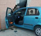 Un conductor ebrio y sin carné se sale de la vía y choca contra una bajera en Pamplona