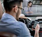 El Gobierno de Navarra lanza una campaña contra el uso del móvil al volante