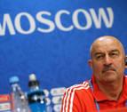 Rusia juega con tres centrales ante España