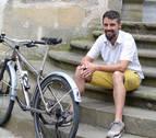Sergio Robledo pedalea en la Transpirenaica con una discapacidad del 33%