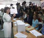Sáenz de Santamaría gana la primera vuelta del PP y pasa el corte con Casado