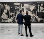 El rey Felipe acompaña a Obama en una visita al Reina Sofía centrada en el 'Guernica'