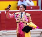 Octavio Chacón, a hombros en una tarde de toros descastados y orejas en oferta