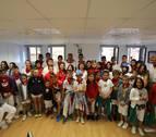 Niños de las peñas txikis desayunan con el alcalde y ven el encierro en Casa Seminario