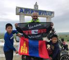 La vespa del aventurero navarro José Antonio Fernández cruza la estepa