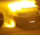 Afectados tres vehículos tras arder una furgoneta cerca del A.D. San Juan
