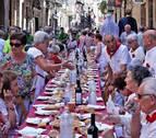 Los mayores ponen ritmo a la fiesta en Puente la Reina
