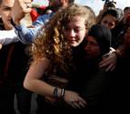 Israel libera a la adolescente Ahed Tamimi, icono de la resistencia palestina