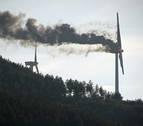 El riesgo de apagar un aerogenerador en llamas en Aguilar de Codés