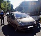 Una conductora resulta herida tras chocar contra una villavesa en Pamplona