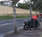 Le sorprenden en moto sin carné en San Adrián y entrega el de un familiar