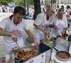 El concurso de ajoarriero une a distintas generaciones en Estella