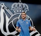 Theo Hernández firma con la Real Sociedad y viaja con el equipo a Alemania