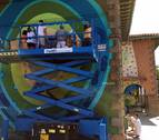 Los vecinos de Petilla y Jabi Landa realizan un gran mural en honor a Ramón y Cajal