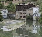 Rescatan inconsciente a una mujer que se había caído a la presa del Batán, en Estella