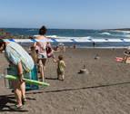 Abiertas las cuatro playas cerradas en Tenerife por un vertido de fueloil