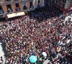 Amaia Romero deja muda con su cante a una plaza del Ayuntamiento abarrotada