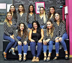 Catorce jóvenes flamencas invitan a bailar con ellas en un 'flashmob'