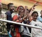 Un nuevo salto de la valla eleva a 1.400 los migrantes que han entrado por Ceuta