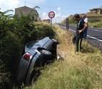 Un adulto y dos menores heridos en un accidente de tráfico en Oteiza