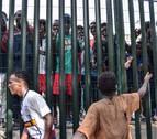 La Guardia Civil de Ceuta detiene a 10 inmigrantes por arrojarles cal viva