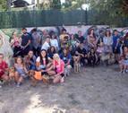 La inauguración del parque canino reúne a 500 vecinos