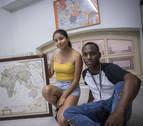 La labor solidaria de dos inmigrantes que vivieron la reagrupación familiar